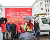 Trotz Wind und Regen wurden in Recklinghausen eifrig Flyer verteilt, Foto: DGB-NRW