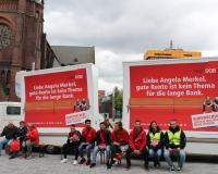 """In Gelsenkirchen diskutierten wir mit Bürgerinnen und Bürgern auf der """"langen Bank"""" über Rentenpolitik, Foto: DGB-NRW"""