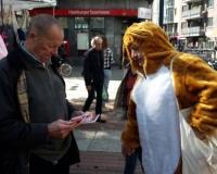 """Aktion in Hamburg """"Keine Lust auf Nebenjobs im Alter"""", Foto: DGB HH"""