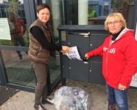 Freising - Aktion vor dem Abgeordnetenbüro von Erich Irlstorfer MdB (CSU), mit Infomaterial und Pfandflaschen im Gepäck, Foto: DGB