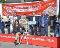 Aktion vor dem Münchner Gewerkschaftshaus: Die Rente nicht auf die lange Bank schieben - Kurswechsel jetzt!, Foto: DGB Bayern/Werner Bachmeier