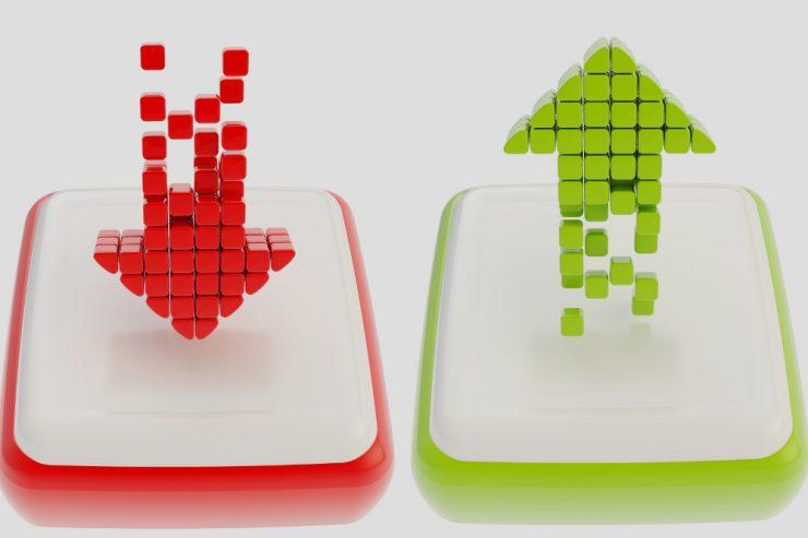 Abb.: Colourbox.de; ein roter Pfeil, der nach unten weist, und ein grüner Pfeil, der nach oben weist
